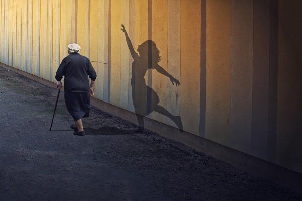 Khi về già người ta hay tiếc nuối điều gì